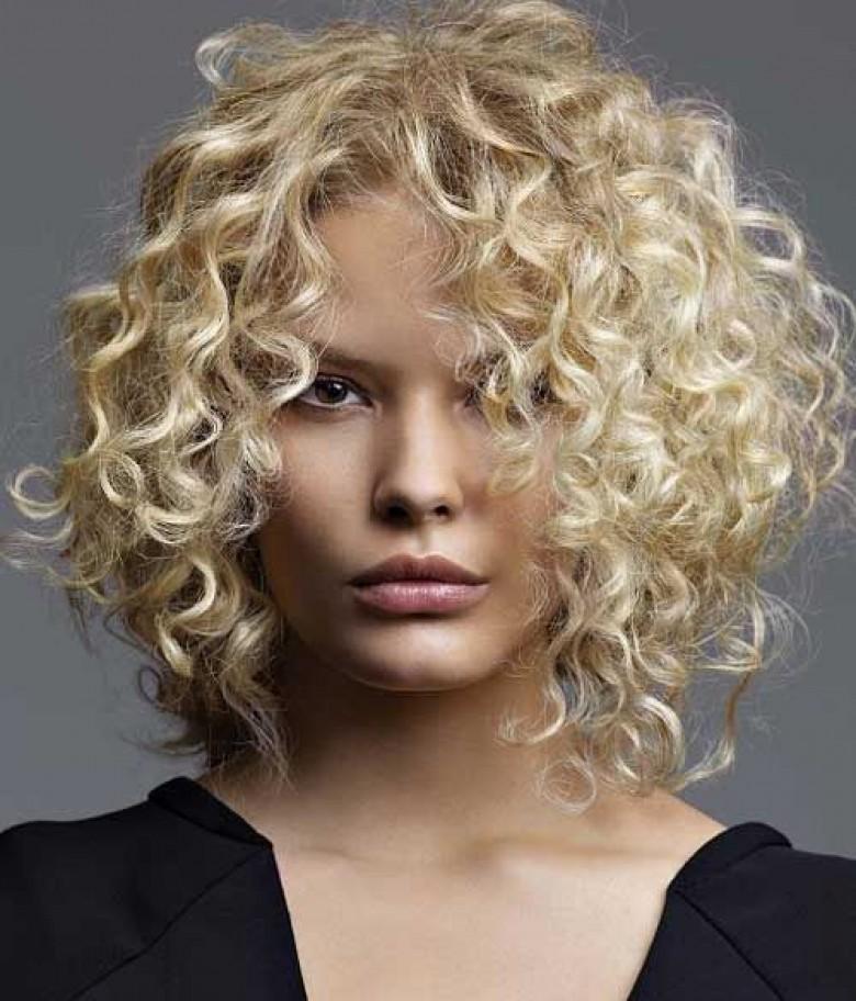 Astuces naturelles cheveux boucles