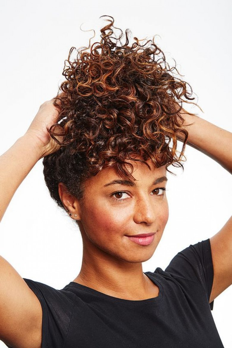 10 astuces pour les femmes aux cheveux boucl s. Black Bedroom Furniture Sets. Home Design Ideas