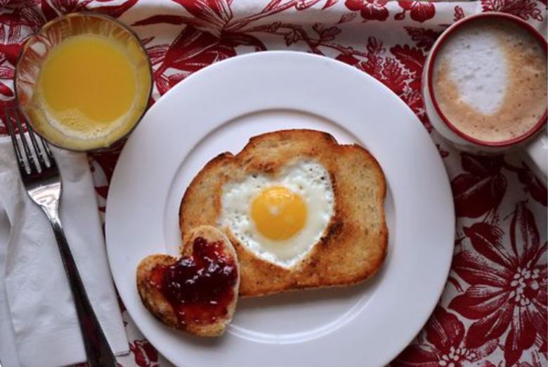 10 astuces pour cuisiner parfaitement vos oeufs les claireuses - Cuisiner les oeufs ...