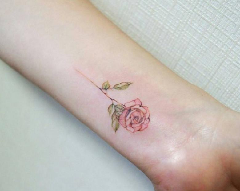 25 Tatouages Discrets En Forme De Fleurs
