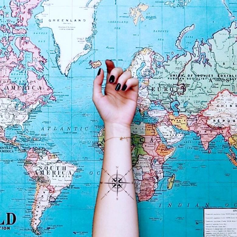 30 id es de tatouages pour toutes les amoureuses du voyage. Black Bedroom Furniture Sets. Home Design Ideas