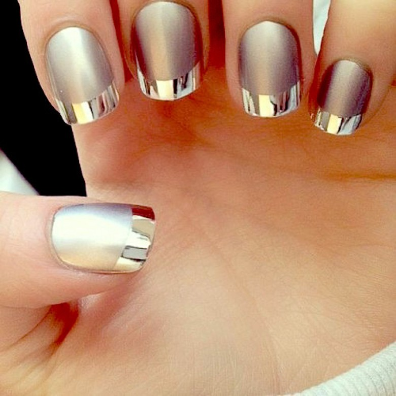 Le mirror nails la nouvelle technique qui affole la toile for Vernis miroir argent