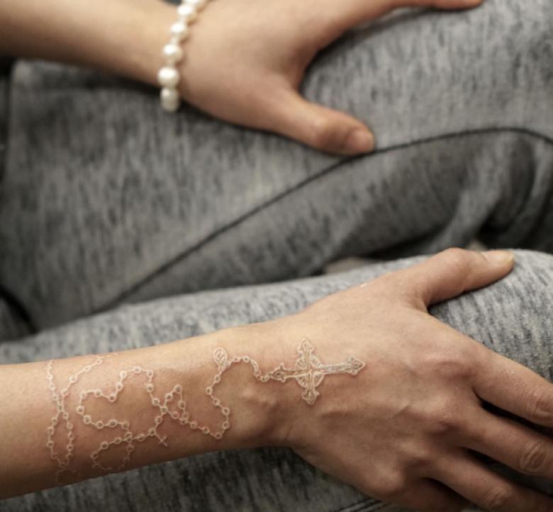 30 Inspirations Pour Passer Au Tatouage Blanc