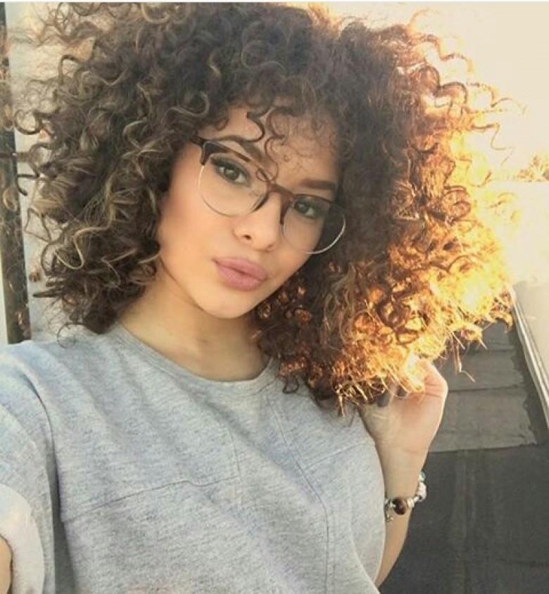 cheveux boucles mal définies