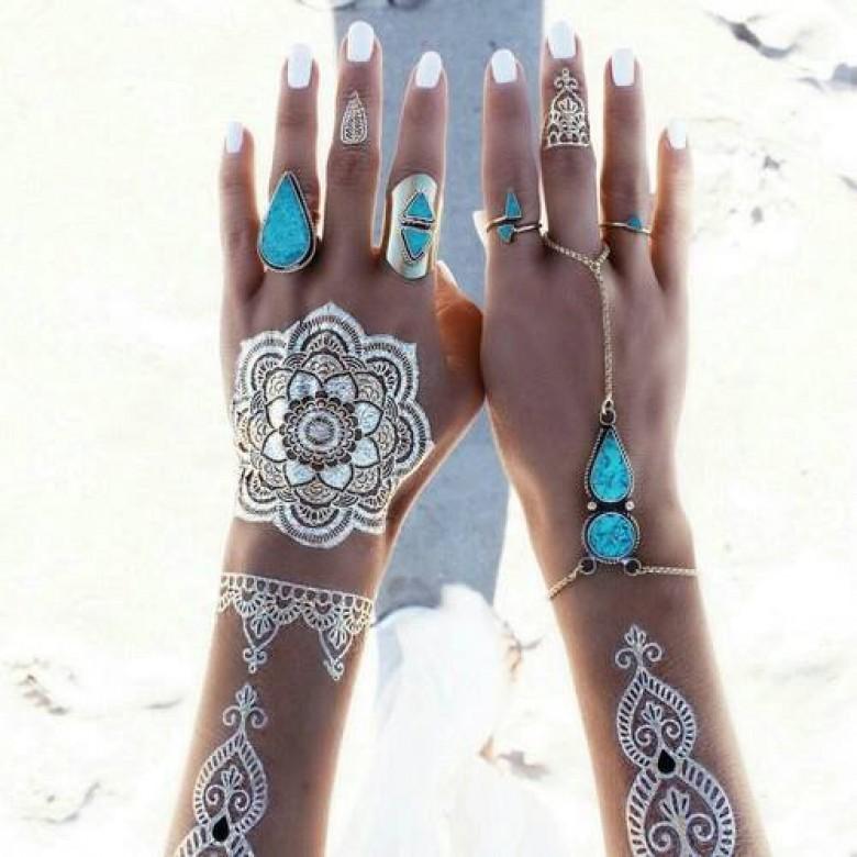 le henn blanc pour des mains et avant bras totalement look s et d licatement habill s. Black Bedroom Furniture Sets. Home Design Ideas