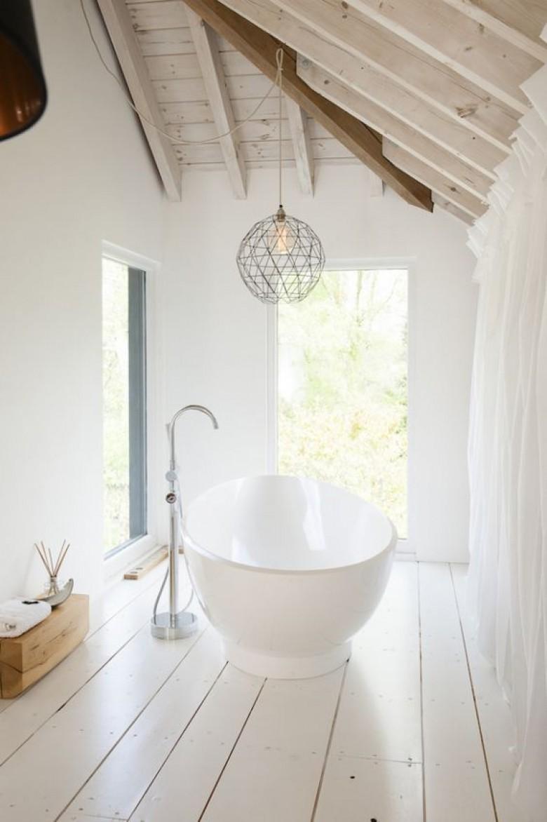 15 astuces d co pour faire de sa baignoire un endroit for Baignoire lumineuse