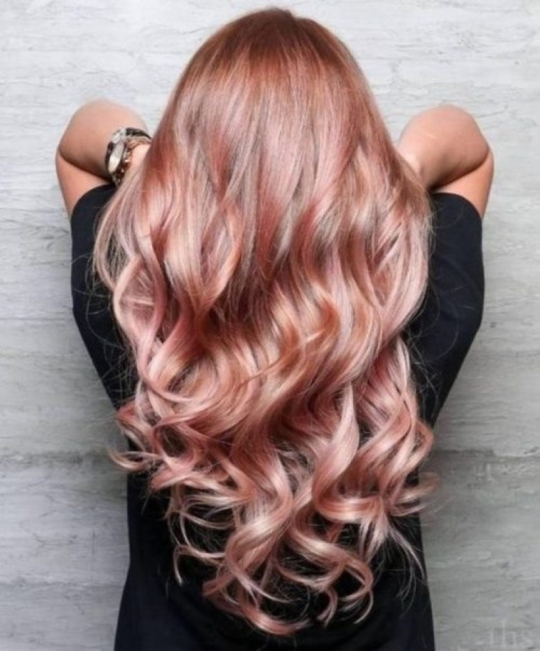 Coloration cheveux rose pale