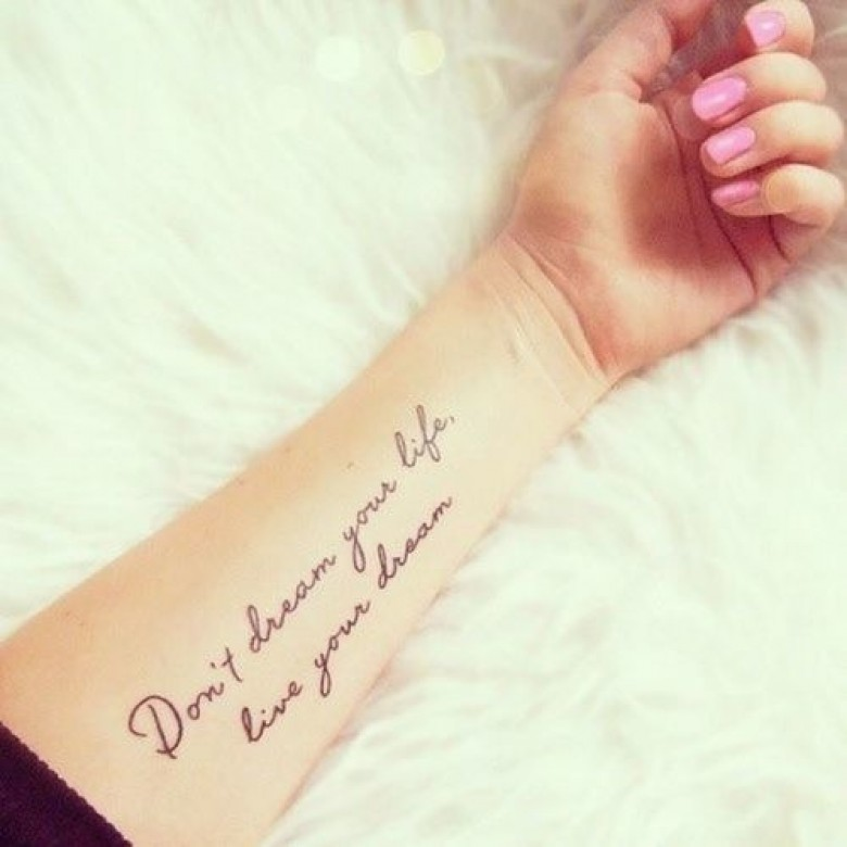 Citation Tatouage Francais 30 idées de tatouages citations pour votre prochain tatouage