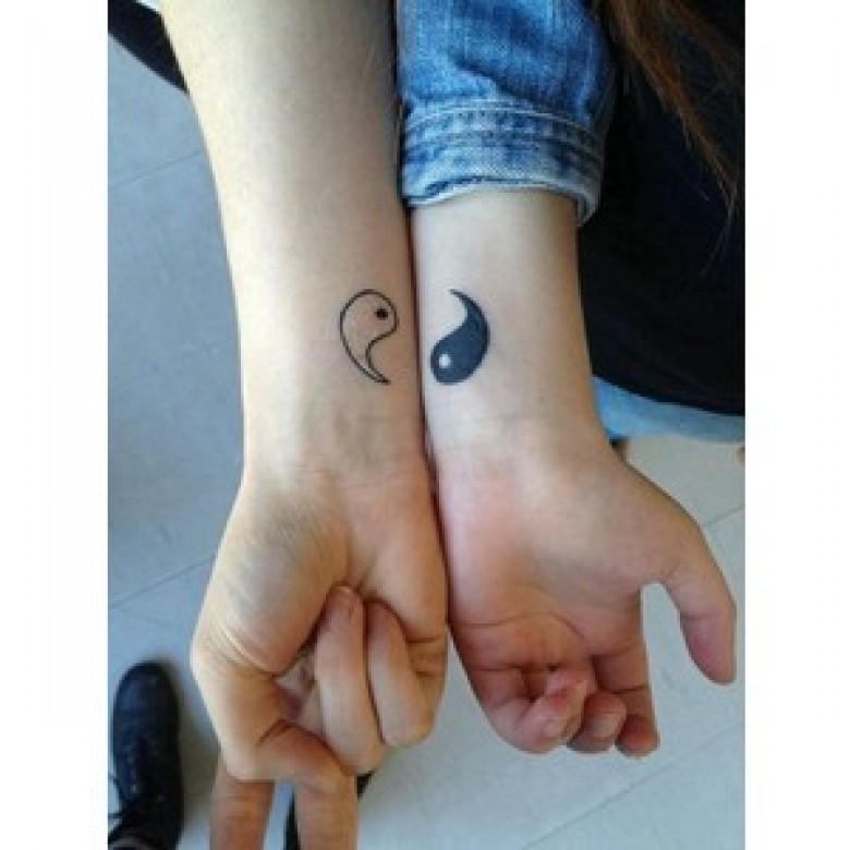 20 super inspirations tatouages faire avec sa bff les - Tatouage a deux ...