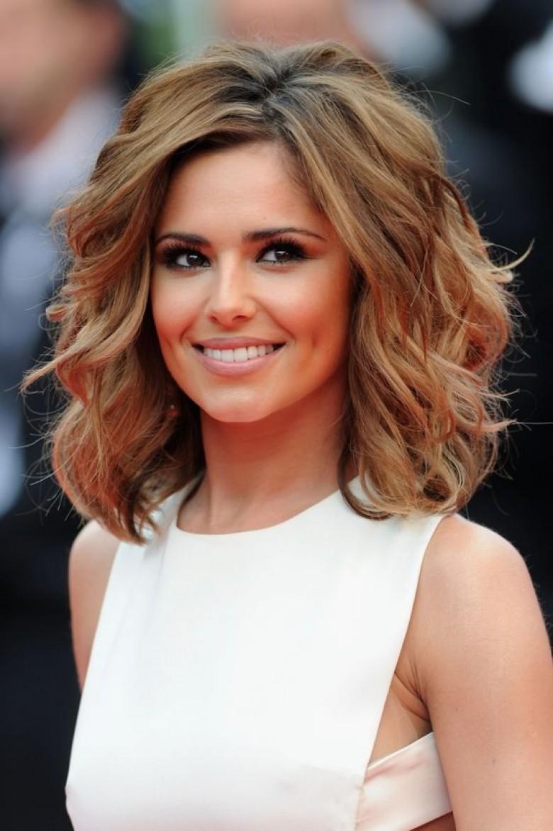 20 coiffures qui prouvent que les cheveux mi-longs vont à tout le monde