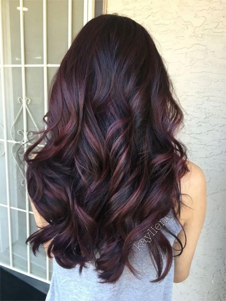 Cet hiver, on passe toutes à l'aubergine hair !