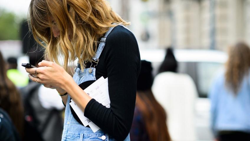 17 choses ridicules que font les filles dans l'attente d'un message de leur crush