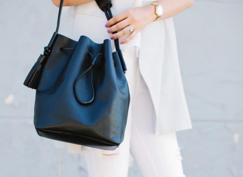 cet hiver on adopte le sac seau les claireuses. Black Bedroom Furniture Sets. Home Design Ideas