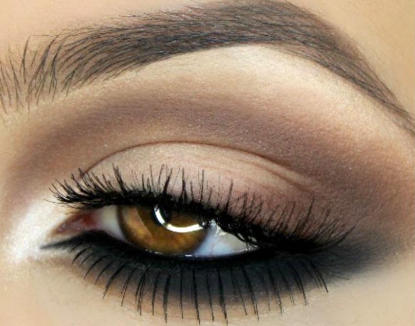 Le reverse smokey-eye : La nouvelle tendance make-up qui affole les beautystas !