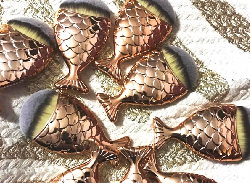 Maquillez vos écailles avec les pinceaux sirène les plus mignons de la terre