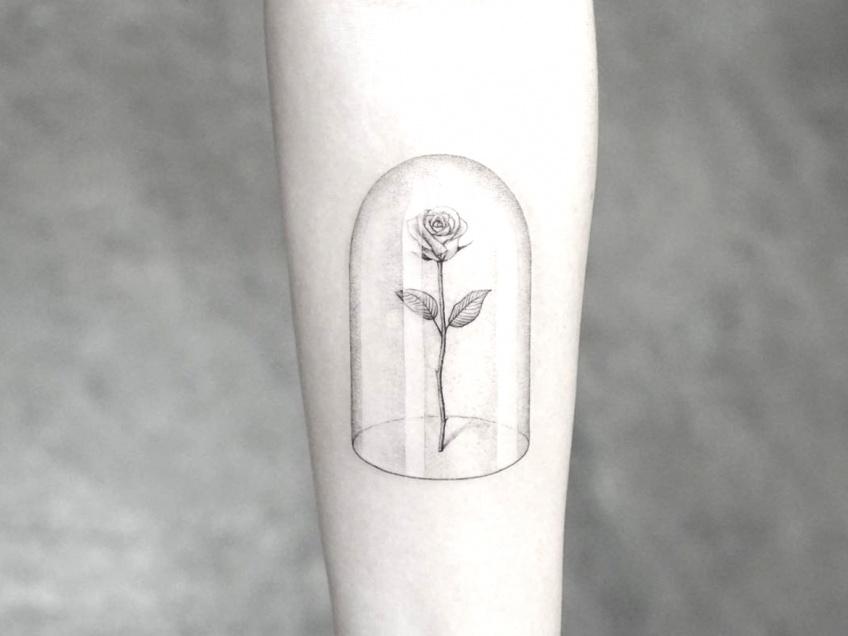 20 inspirations de tatouages en forme de roses pour entamer le printemps avec glamour