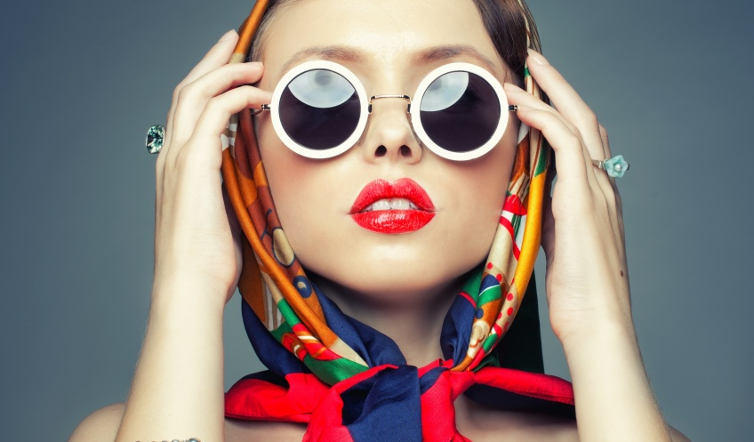 On voit la vie en technicolor avec des lunettes teintées colorées !