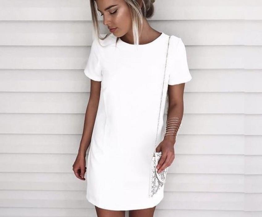 30 robes blanches pour mettre en valeur votre bronzage