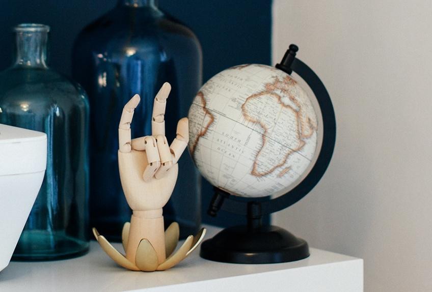 Mappemondes et globes terrestres : la plus belle façon de voyager sans sortir de chez soi !