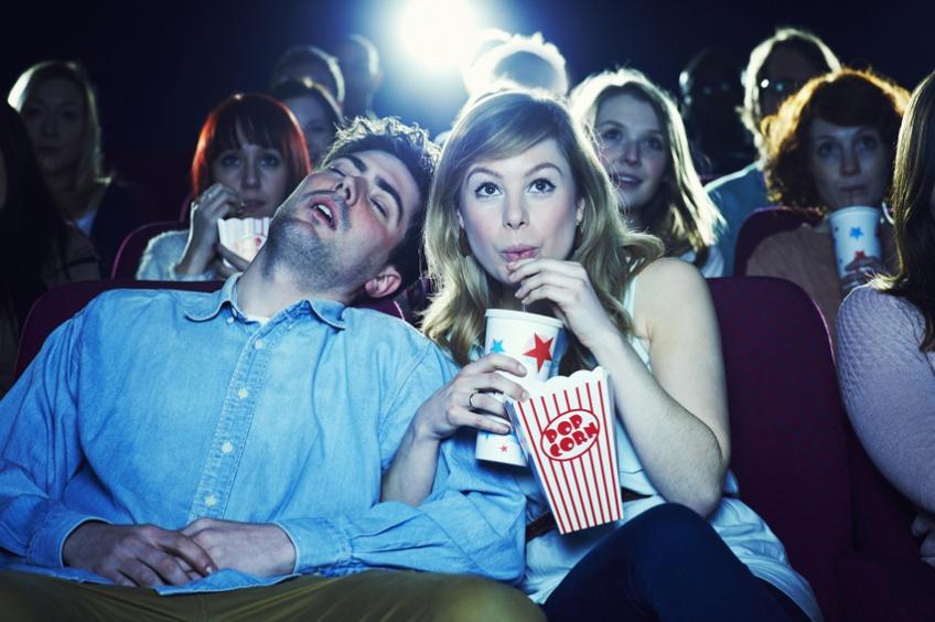 10 situations gênantes qu'on a toutes connues au cinéma