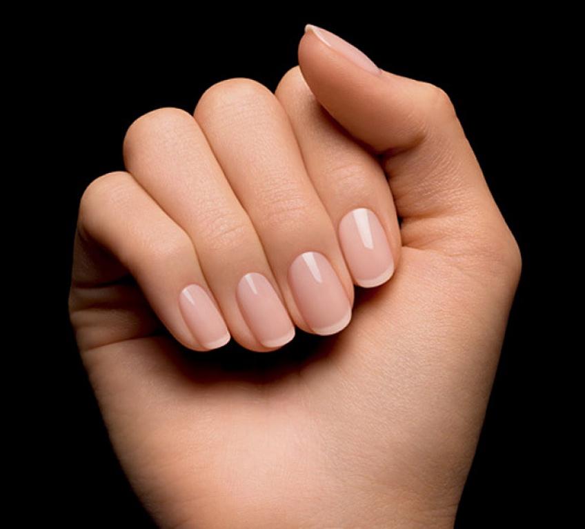 5 astuces toutes simples pour redonner vie à vos ongles jaunis