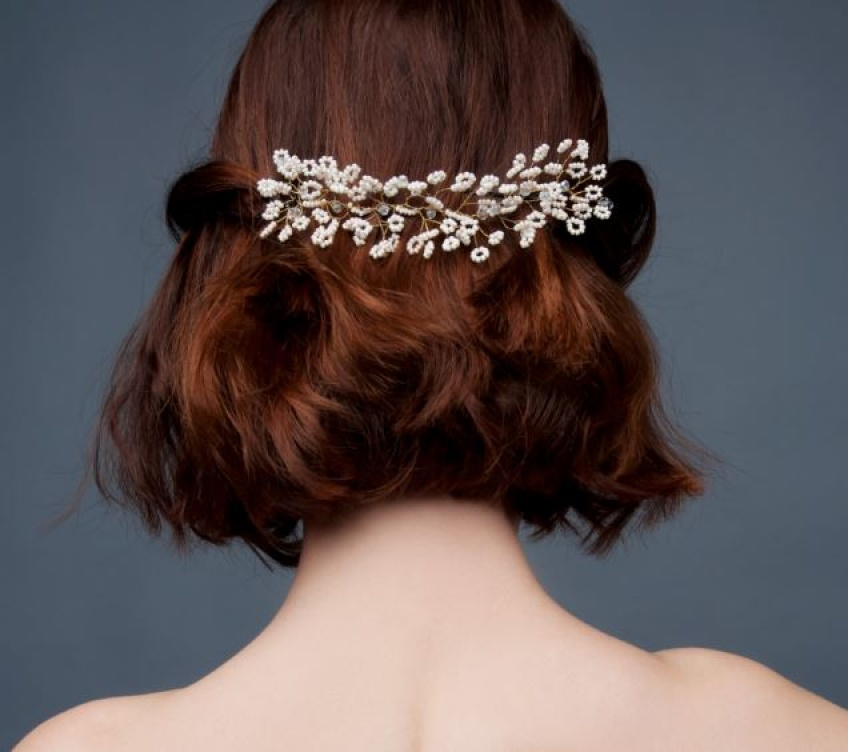 20 sublimes idées de coiffures pour les mariées aux cheveux courts