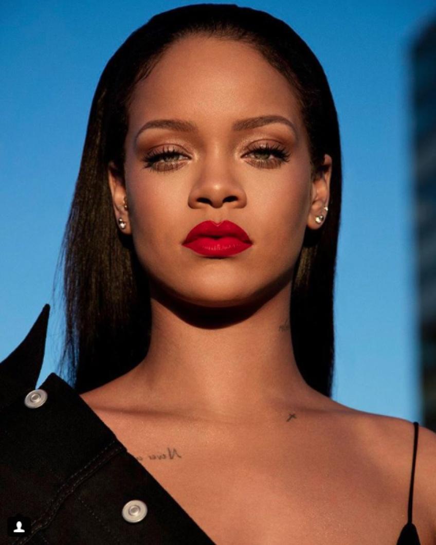 Alerte : on craque pour le nouveau rouge à lèvres de Rihanna