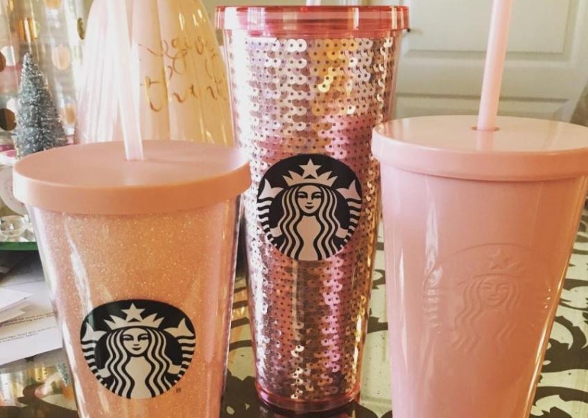 Alerte ! Il existe maintenant des tumblers Starbucks or rose et vous allez vous les arracher !