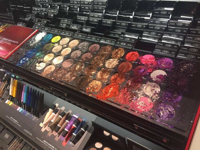 Un enfant choque la beautysphère en détruisant 1300 € de maquillage chez Sephora