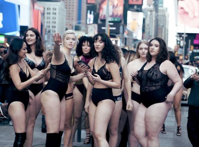 Un véritable SHOW de lingerie en plein coeur de New York