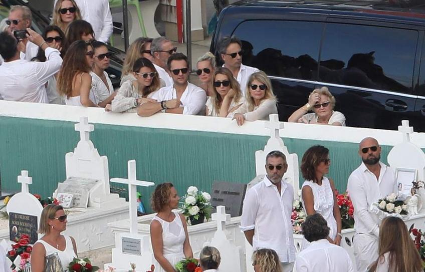 Voici les images bouleversantes de l'enterrement de Johnny Hallyday à Saint-Barth