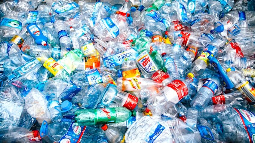 Le recyclage des bouteilles en plastique paye une partie de vos courses !