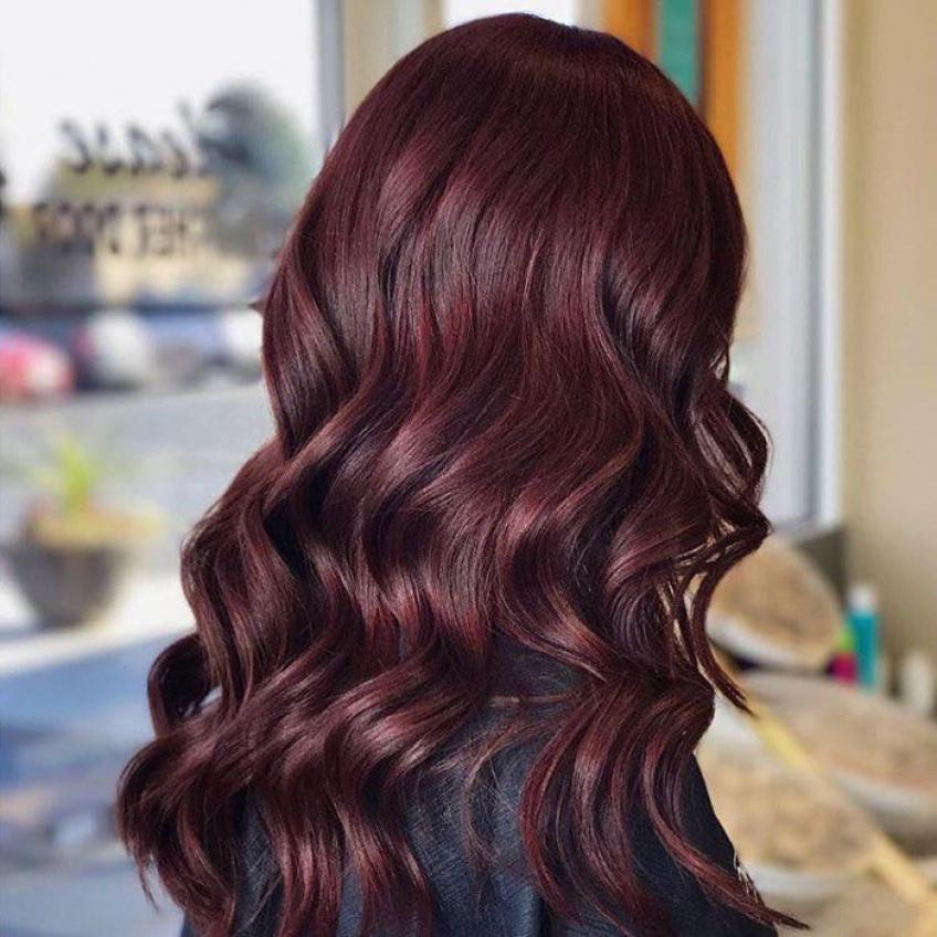 La tendance vin chaud est la coloration idéale pour réchauffer vos cheveux cet hiver !