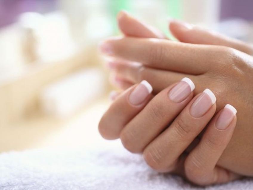 Les meilleurs tips pour réparer un ongle cassé