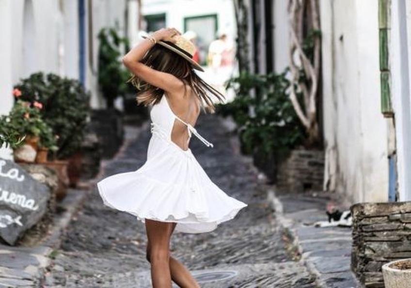 La petite robe blanche pour une allure chic et tendance !