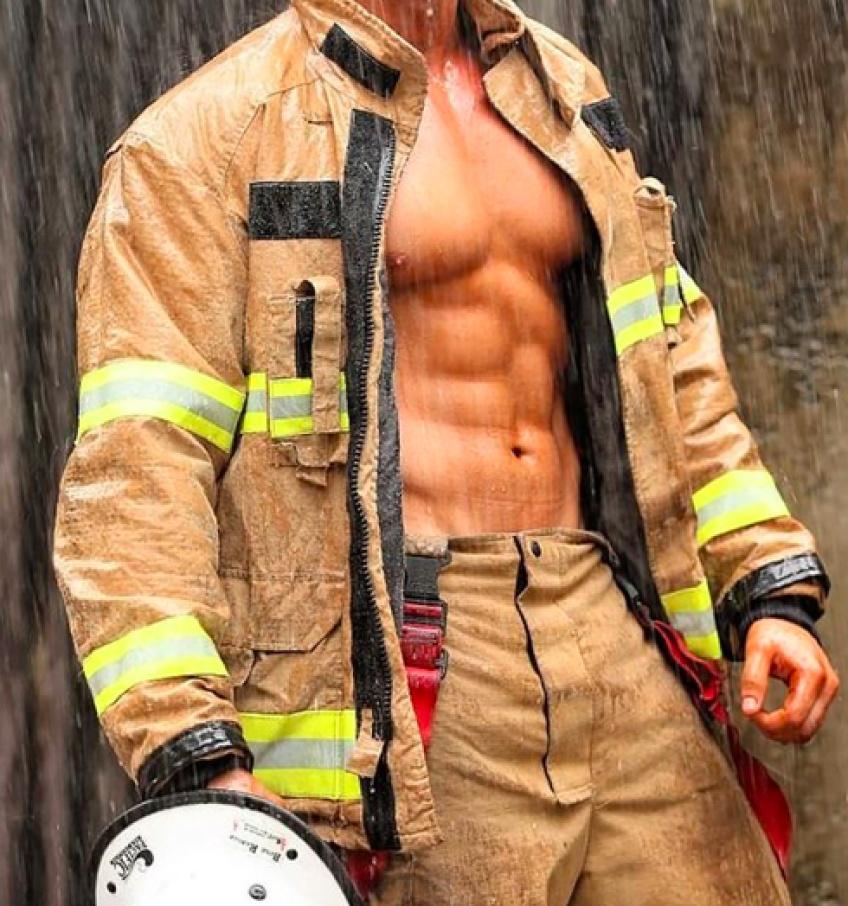 #HotDudes : Les pompiers nous embrasent !