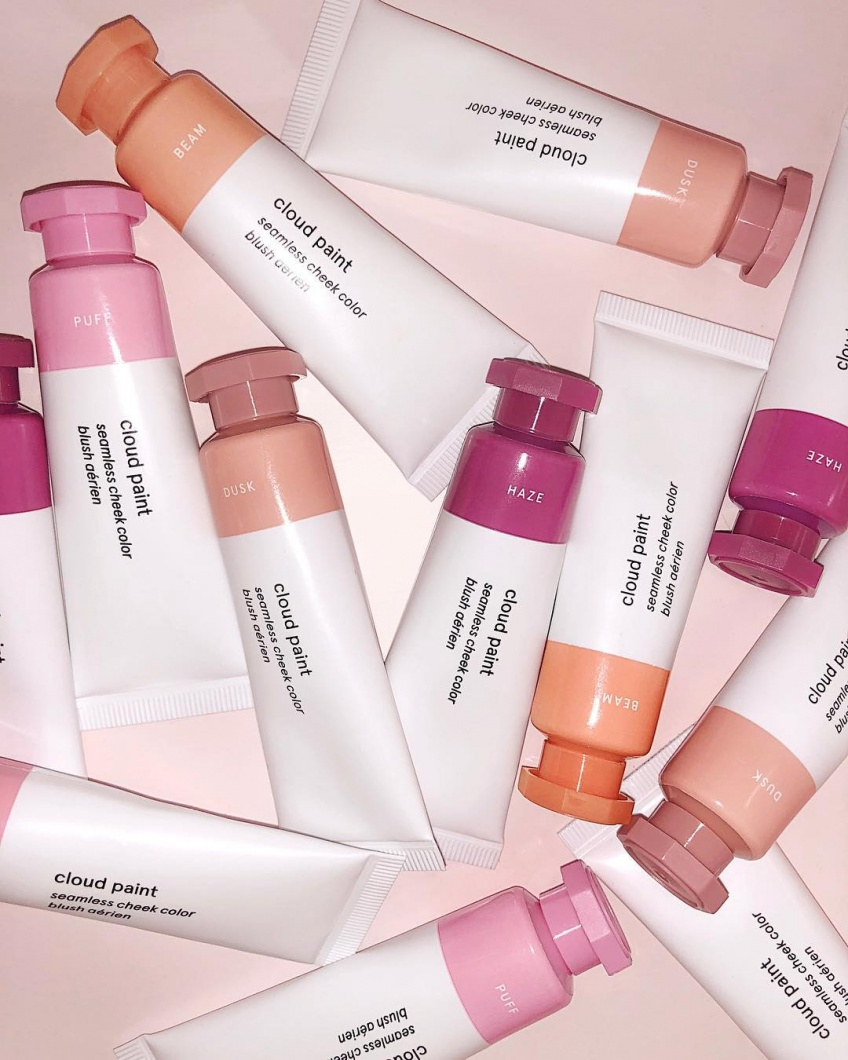 La marque de cosmétiques Glossier arrive très prochainement en France !