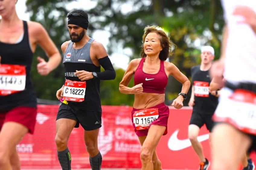 À 70 ans, elle brille lors du marathon de Chicago