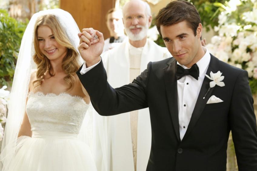 Les stars de Revenge, Emily VanCamp et Josh Bowman, se sont dit oui !