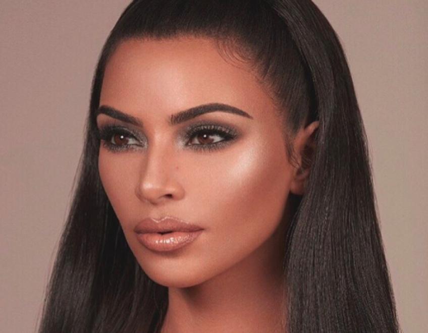 Les soeurs Kardashian lancent le concept du make-up vaginal !