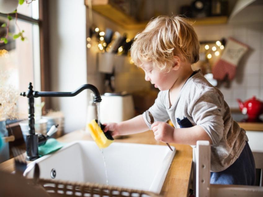 Faites faire des corvées à vos enfants, c'est bon pour eux !