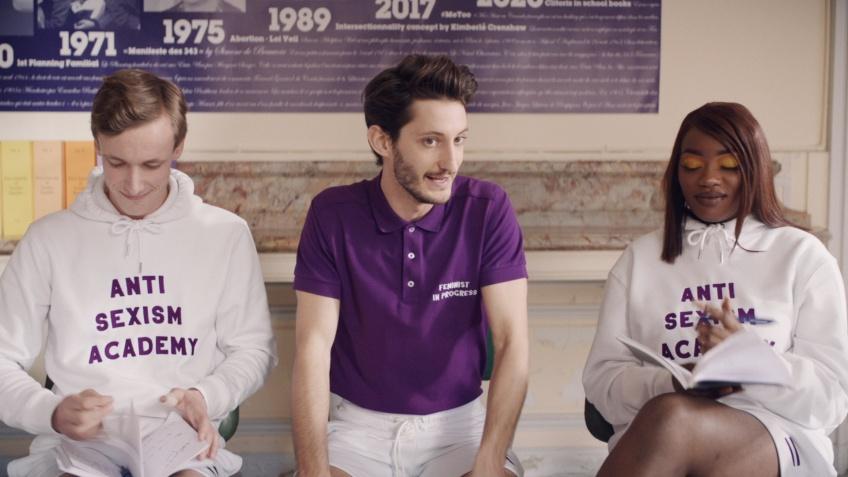 Pierre Niney est le special guest de Angèle dans son clip 'Balance ton quoi' pour lutter contre le sexisme