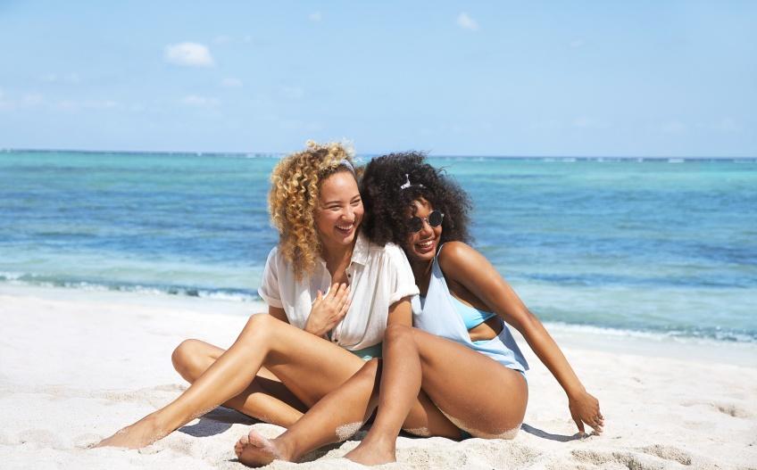 Toutes les astuces de rasage pour avoir de belles jambes cet été quand on a la peau sensible !