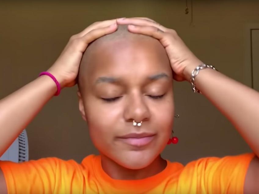 Une instagrameuse perd tous ses cheveux en voulant les décolorer !