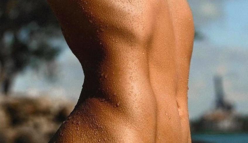 5 exercices d'abdominaux à pratiquer sur sa serviette de plage