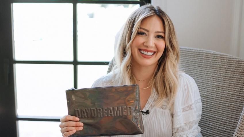 Hilary Duff dévoile sa collaboration make-up avec Nudestix !