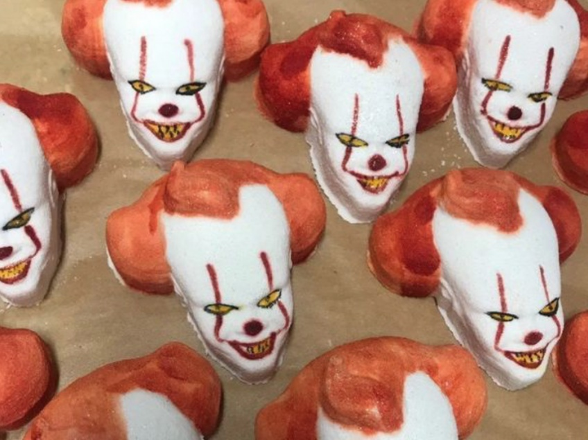 Cette bombe de bain à l'effigie de Pennywise tombe à pic pour Halloween !