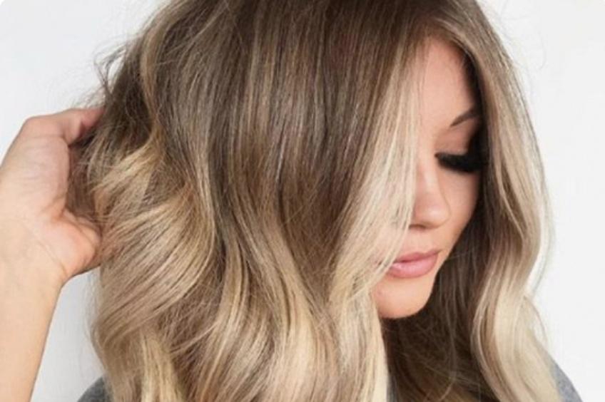 Tout ce que vous devez savoir sur la coloration Money Piece Hair