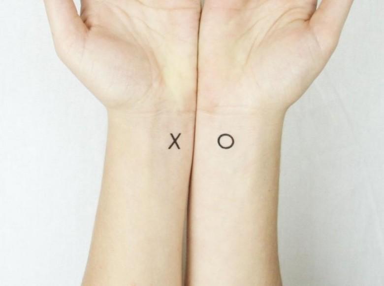 15 id es de tatouages faire en couple. Black Bedroom Furniture Sets. Home Design Ideas