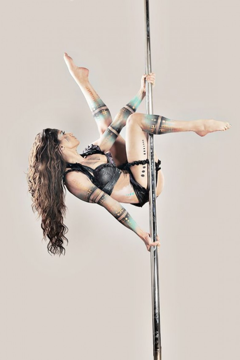 parenth se sportive 2 la pole dance pour un corps sculpt. Black Bedroom Furniture Sets. Home Design Ideas